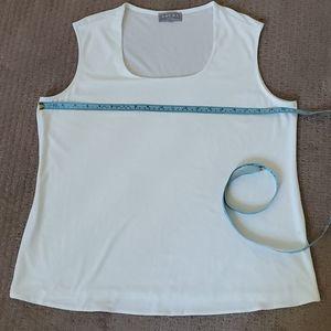 💚 2/$20💚Off white tank top